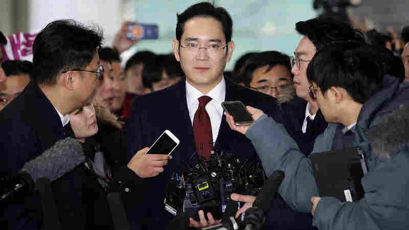 Arrest Warrant Sought For Samsung Heir In S. Korean Presidential Bribery Scandal