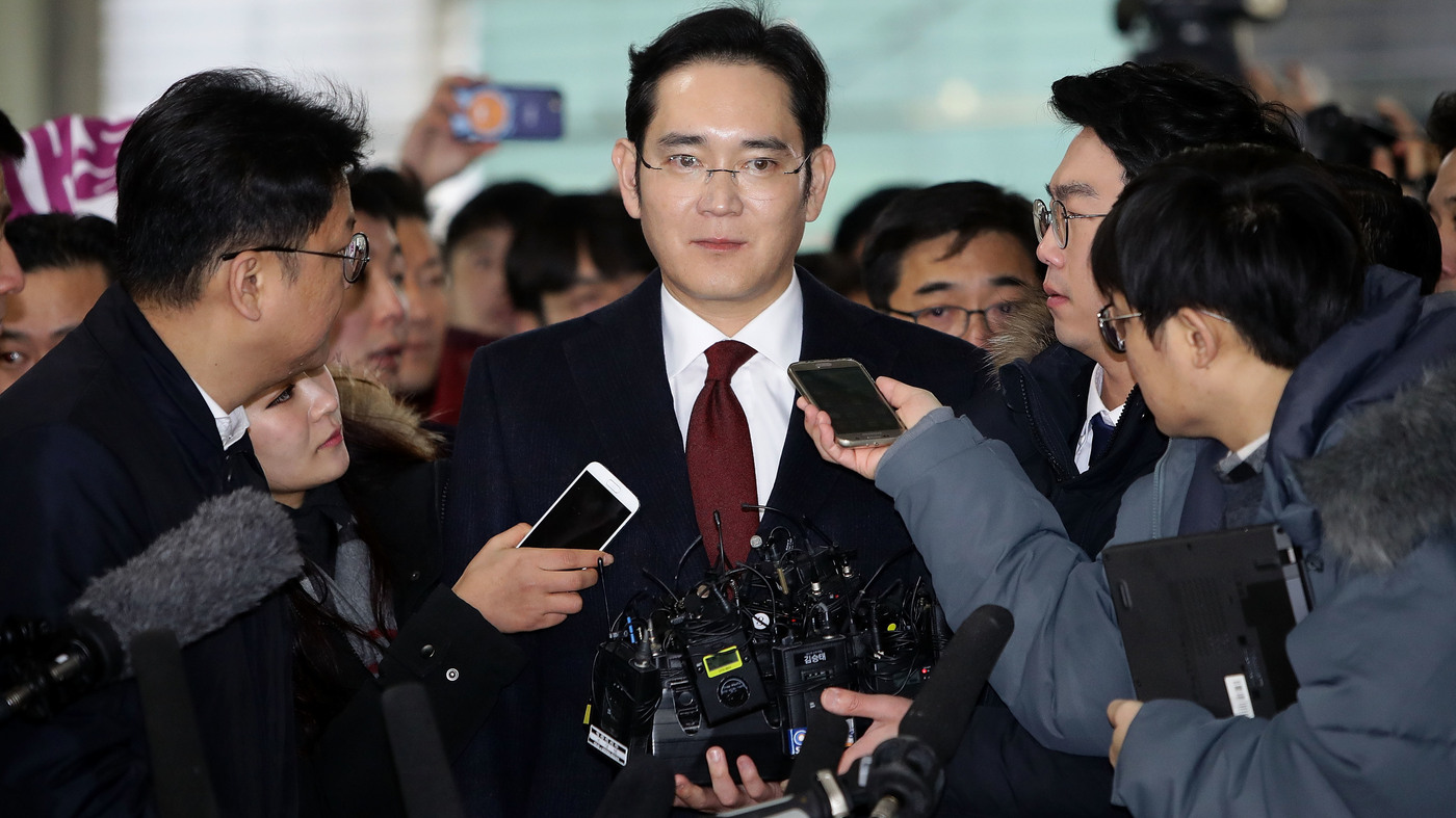 Arrest Warrant Sought For Samsung Heir In S. Korean Presidential Bribery Scandal : The Two-Way : NPR