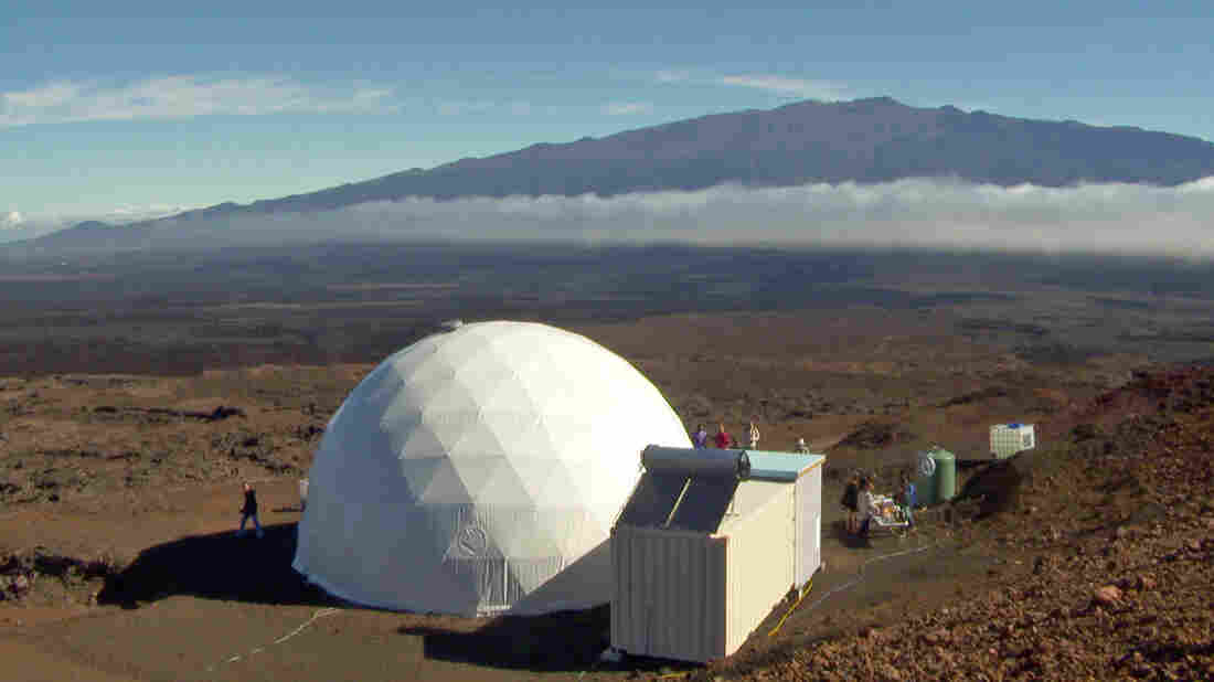 Crew enters Hawaii dome for 8-month Mars study