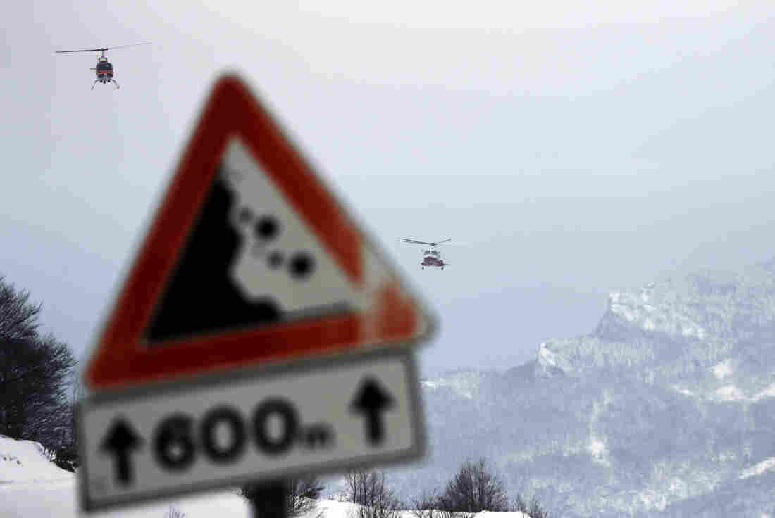 Six found alive in hotel after Italy avalanche