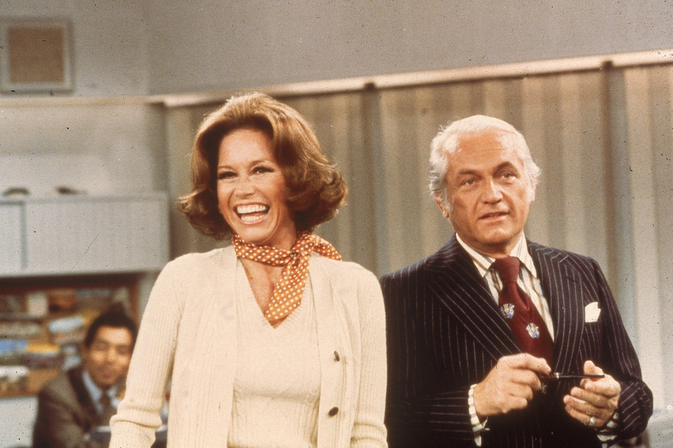 Actors Mary Tyler Moore and Ted Knight laugh in a still from <em>The Mary Tyler Moore Show</em> in 1976. (20th Century Fox Television/Fotos International/Getty Images)