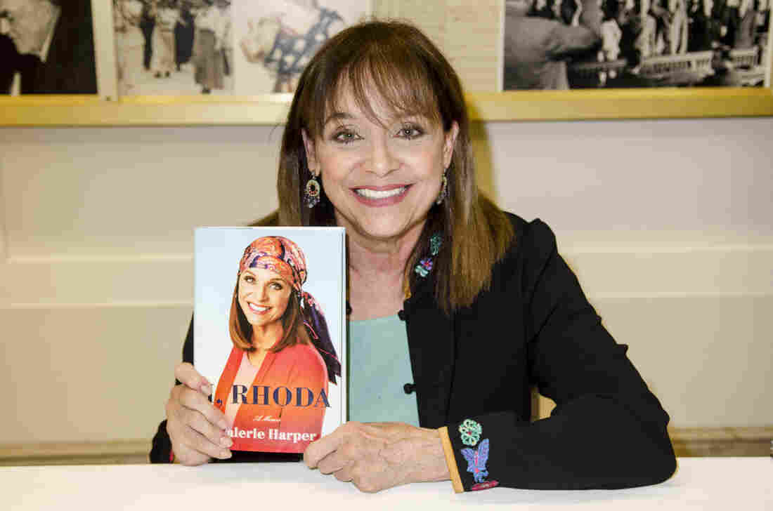 Westlake Legal Group gettyimages-166775211_custom-48ce8740b513f52440521c90df0c4e2e2d54dd93-s1100-c15 Valerie Harper, Who Played Beloved TV Sidekick Rhoda, Dies At 80