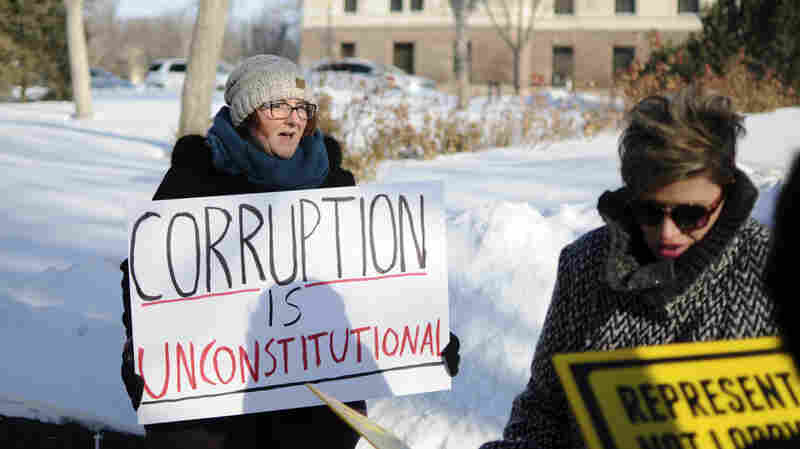 South Dakotans Voted For Tougher Ethics Laws, But Lawmakers Object