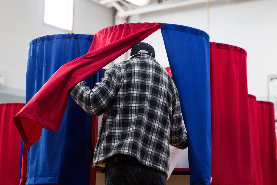 Voters went to the polls at Amherst Street Elementary School on November 8, 2016, in Nashua, N.H. (Kayana Szymczak/Getty Images)