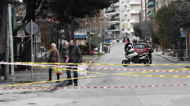 After A Massive Evacuation, Greek City Defuses A World War II Bomb
