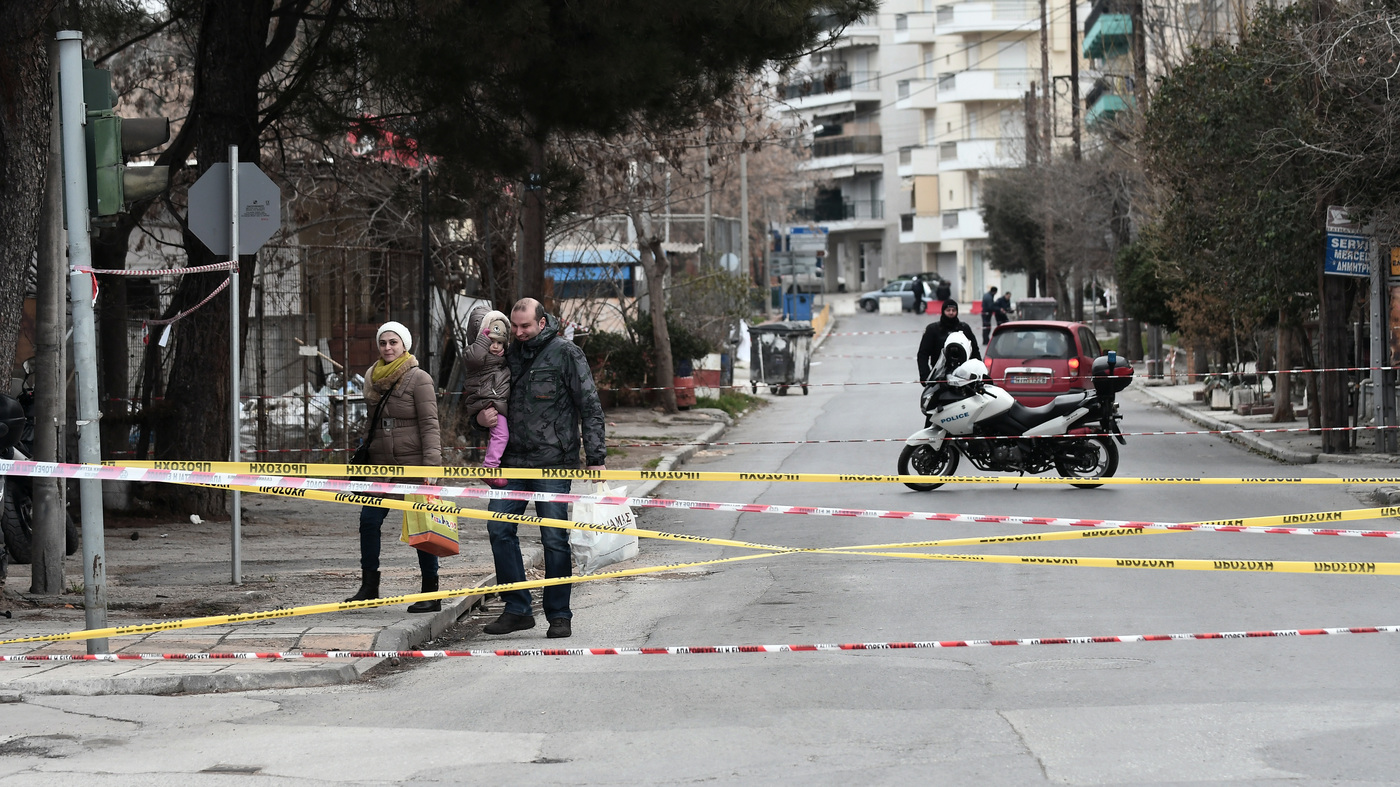 After A Massive Evacuation, Greek City Defuses A World War Ii Bomb