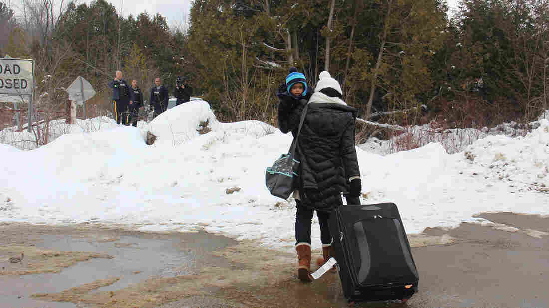 Asylum-Seekers Fleeing US Border Agents Receive Helping Hand From Quebec RCMP
