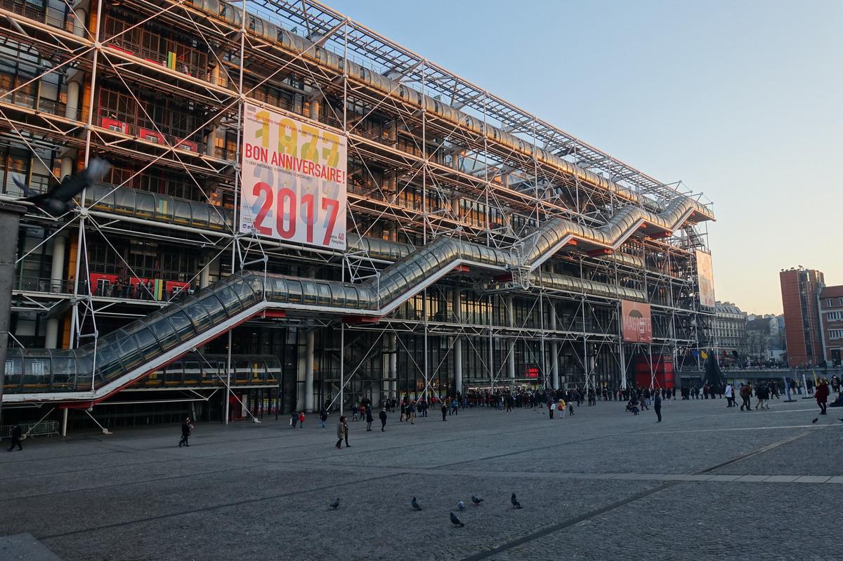 The pompidou center paris 39 modern art museum turns 40 for Art minimal centre pompidou