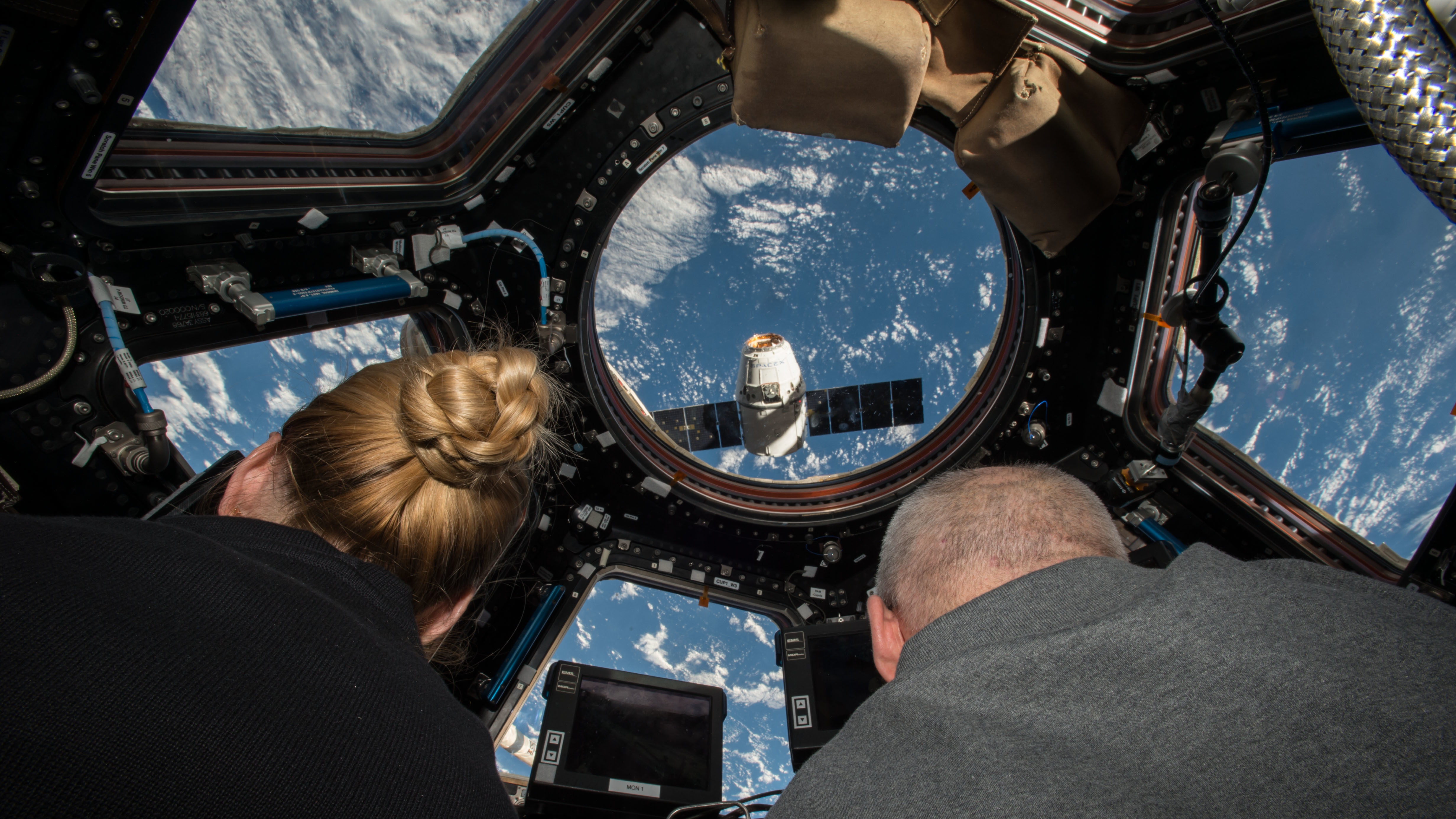 inside space ship docking station - photo #7