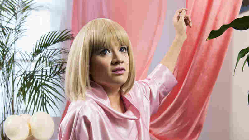Sui Zhen Liberates Her Digital Alter Ego In 'Hangin' On' Video