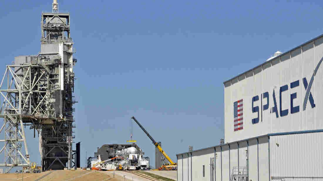 A Liftoff Deferred: SpaceX Mission From NASA's Historic Launch Pad Delayed - NPR