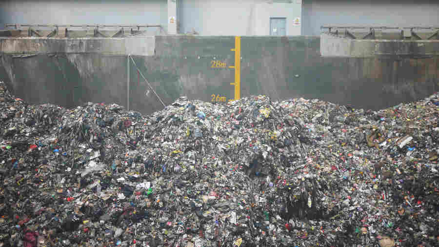 The Burning Problem Of China's Garbage