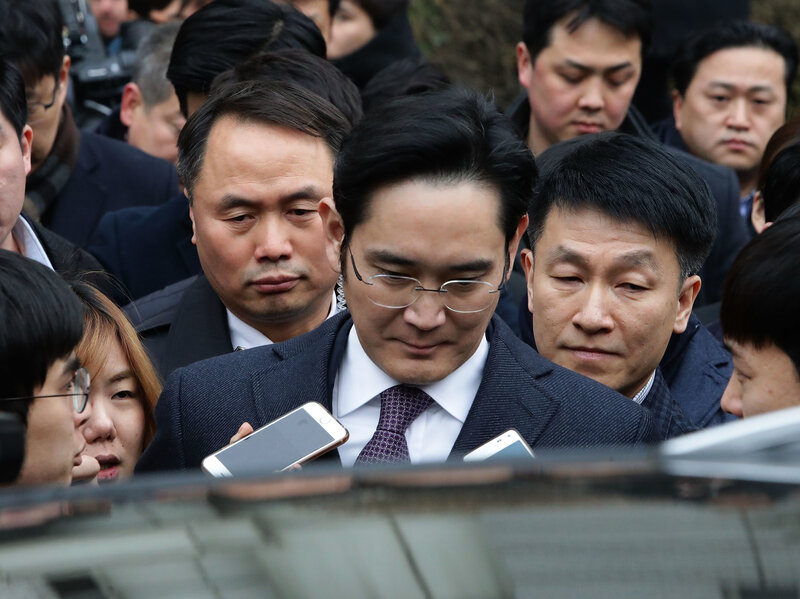 Samsung Chief Charged With Bribery And Embezzlement : The