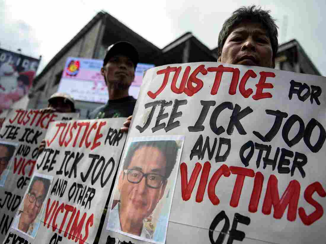 Top Cop Says Duterte's Murderous Drug War Is 'Pro