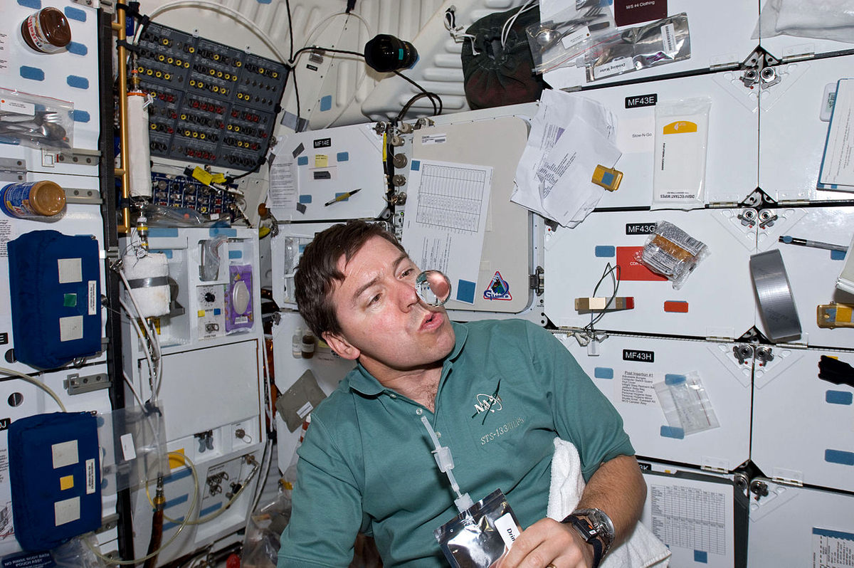 Science Explores Why Astronauts Eyes Change In Space ...