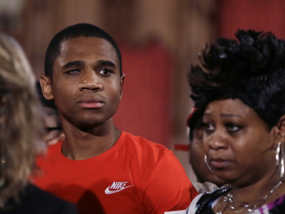 Davontae Sanford stands with his mother, Taminko Sanford, following his release after nine years in prison for murders he did not commit. He was one of 52 people exonerated for murder in 2016, according to a new report. (Carlos Osorio/AP)