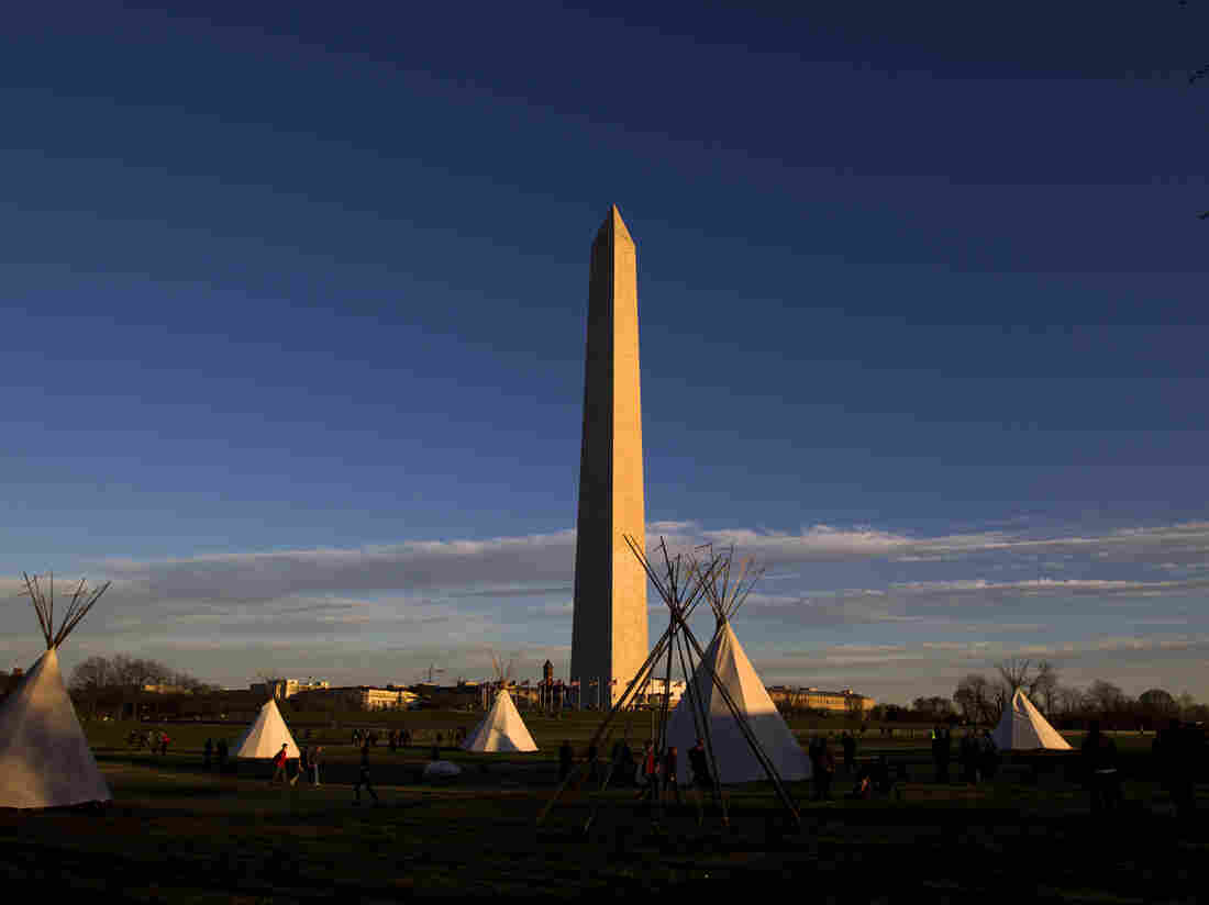 Native Americans rally against Dakota Pipeline