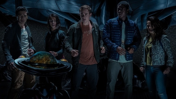 Zack (Ludi Lin), Kimberly (Naomi Scott), Jason (Dacre Montgomery), Billy (RJ Cyler) and Trini (Becky G) check the time, to determine if conditions are yet favorable for morphin