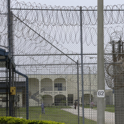 After Inmate With Schizophrenia Dies In Shower, Fla. Prosecutor Finds No Wrongdoing