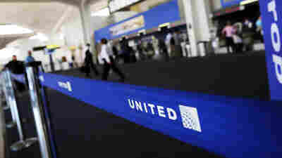 Outrage, Explanations After United Bans Girls From Flight For Wearing Leggings