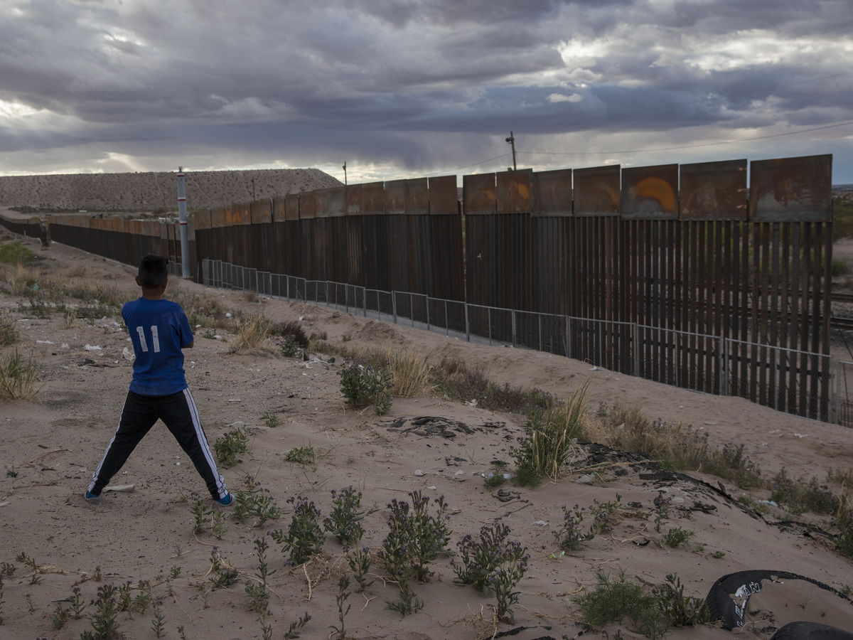 Bidding closes for building trump 39 s border wall the two for Border wall