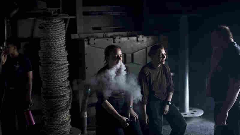 Navy Tells Sailors To Leave The E-Cigarette On Shore