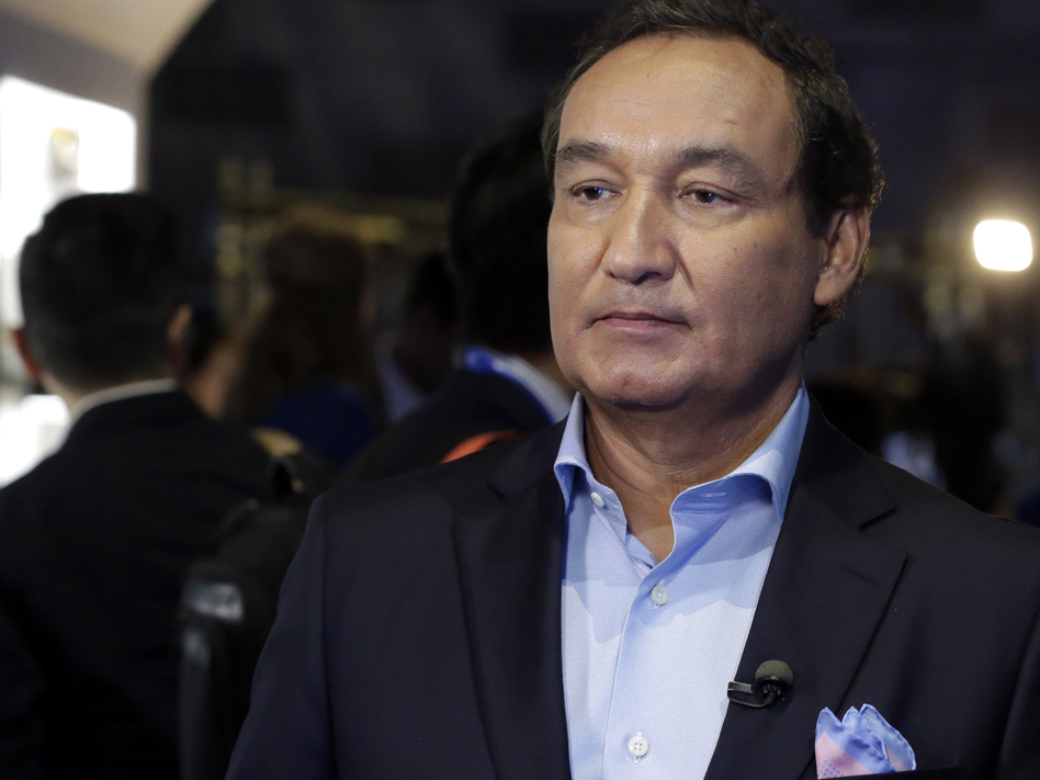 "United Airlines CEO Oscar Munoz in June 2016. On Wednesday, he apologized to a passenger who was dragged off a flight and said, ""This will never happen again."""