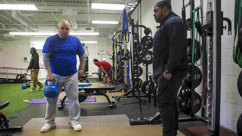 A Weightlifting Program Gives Ex-Cons A Chance At Change