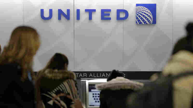 Rival Airlines Pounce On United's Bad Press