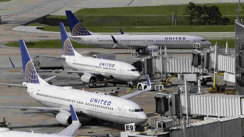 Bridal Couple Removed From United Airlines Flight Without Incident