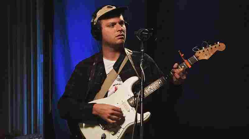 Watch Mac DeMarco Perform 'On The Level' Live In The Studio