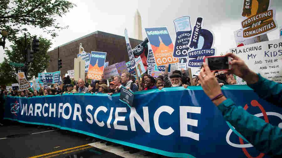 PHOTOS: Scientists Take To Washington To Stress A Nonpartisan Agenda