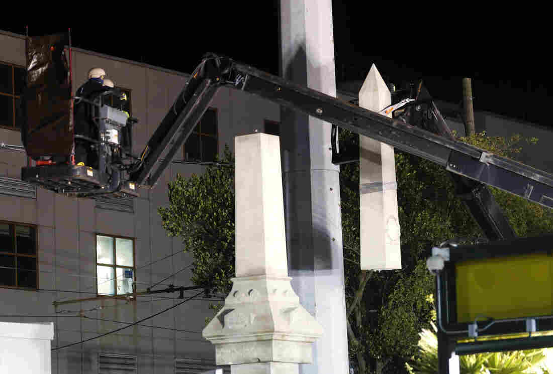 These 7 photos show the controversial New Orleans Confederate monument removal