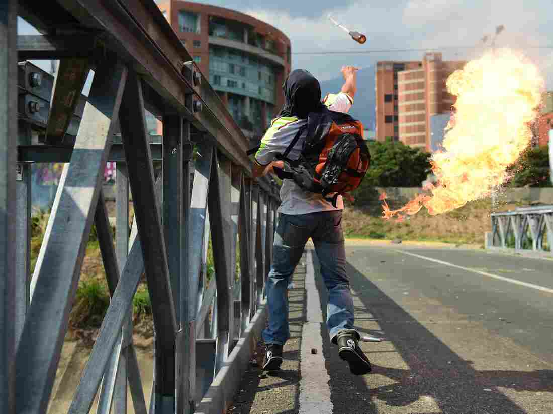 Venezuelan unrest continues as Maduro decides to quit OAS