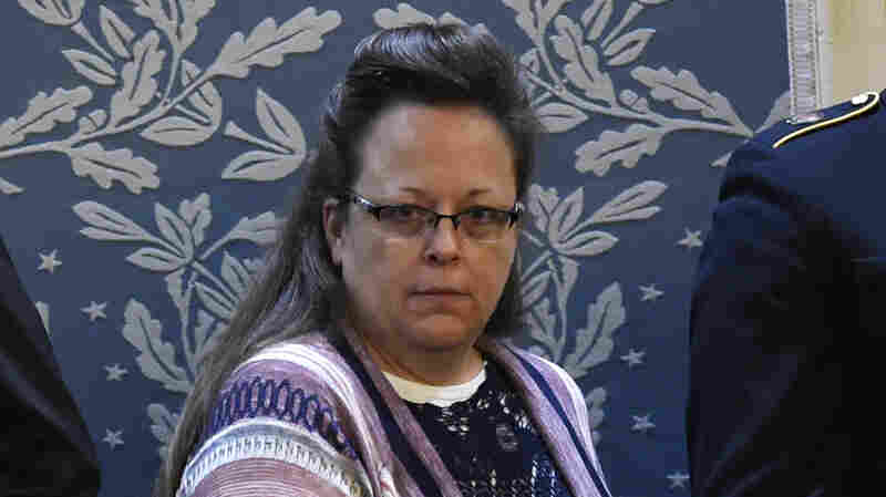 Gay Couple's Lawsuit Against Kentucky Clerk Kim Davis Is Back On After Court Ruling