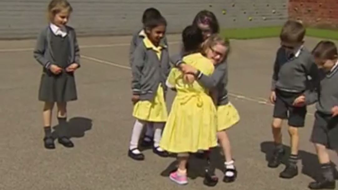 Heartwarming moment schoolgirl, 7, shows off prosthetic blade to classmates