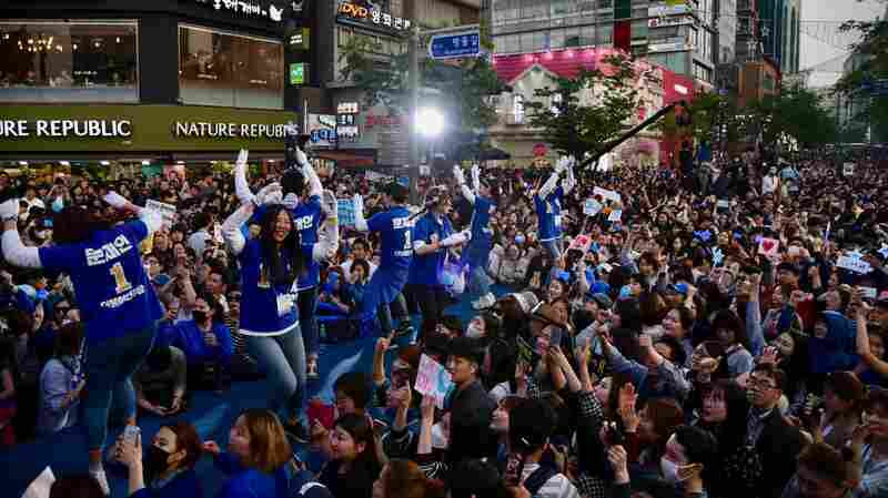 Parade Floats And Altered K-Pop Songs Mark South Korea's Coming Election