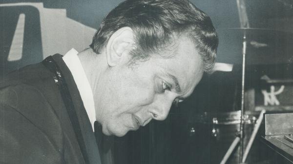 Carmen Cavallaro performs in 1971.