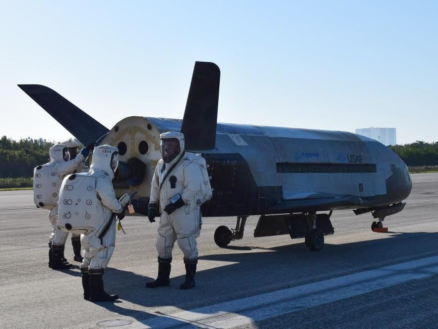 X37B Spacecraft landing at Cape Canaveral creates sonic boom