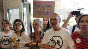 Texas Gov. Abbott Signs Measure Targeting 'Sanctuary Cities'