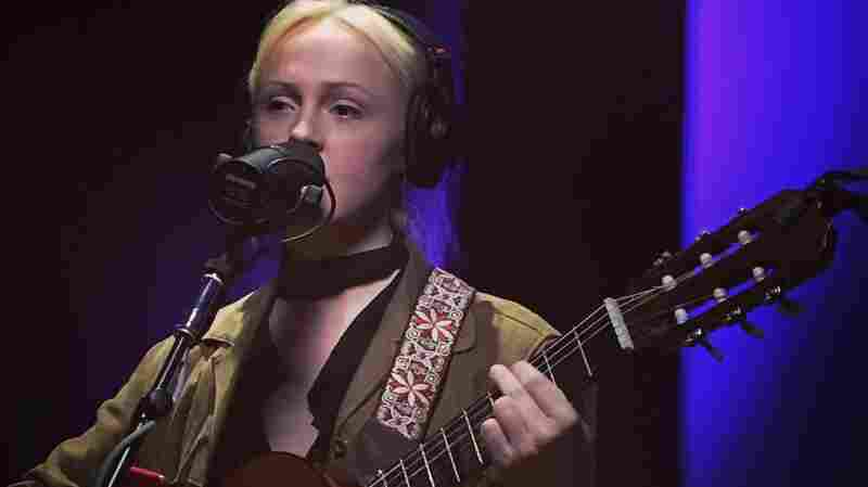 Watch Laura Marling Perform 'Soothing' Live In The Studio