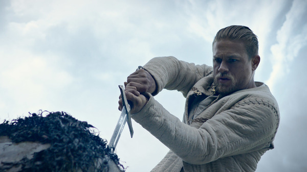 Arthur (Charlie Hunnam) plays it to the hilt in King Arthur: Legend of the Sword.