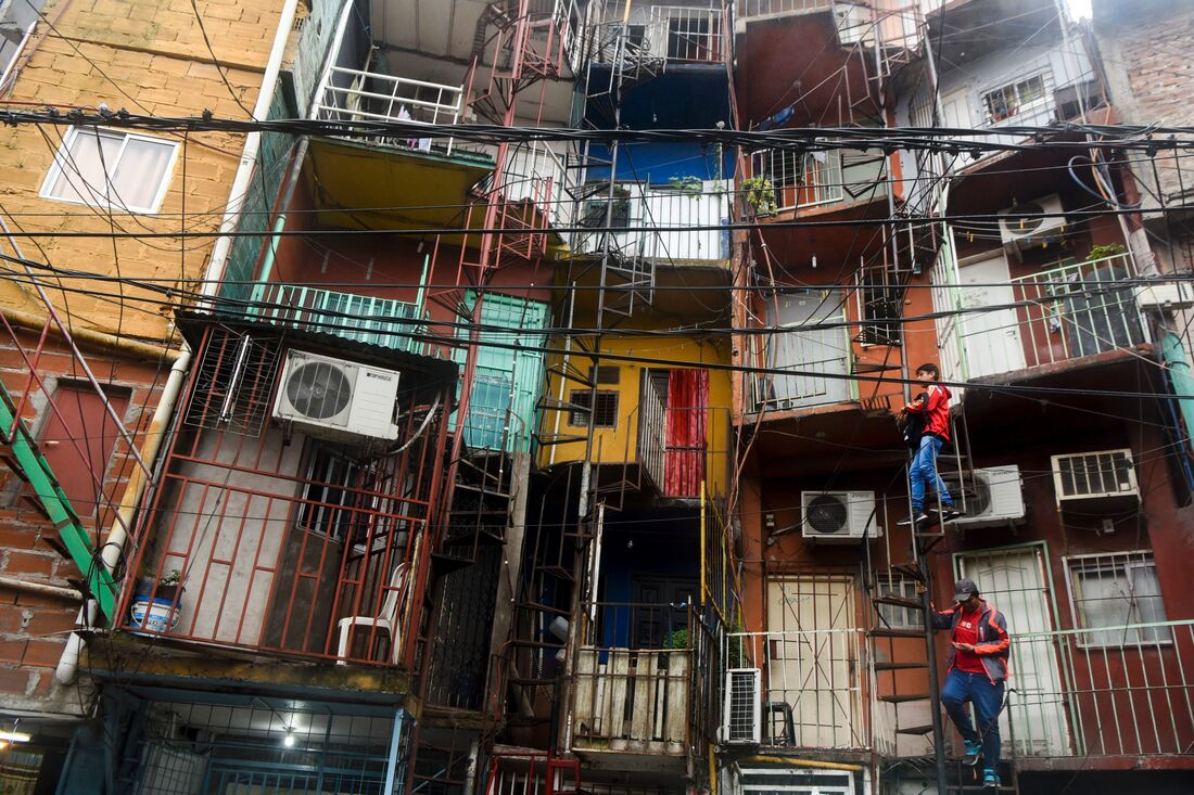 Buenos aires slums have too much water from flooding but for Villas miserias en argentina
