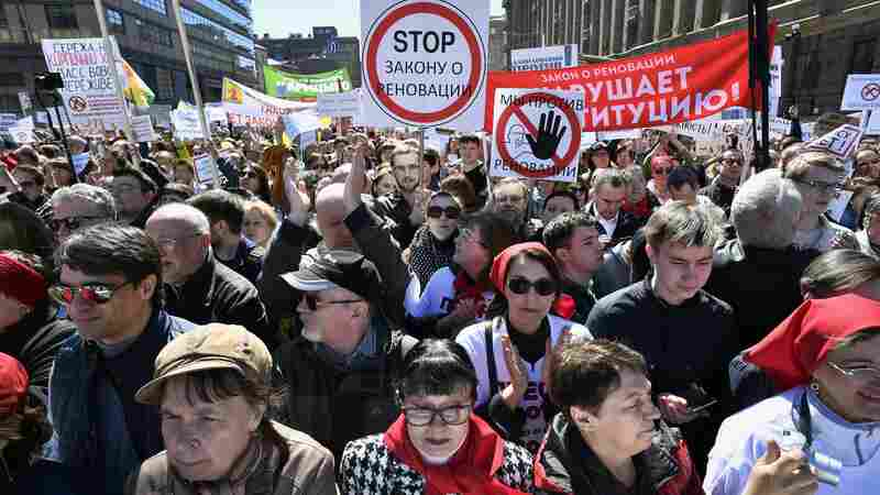 Muscovites Protest Mayor's Plans to Demolish Their Homes