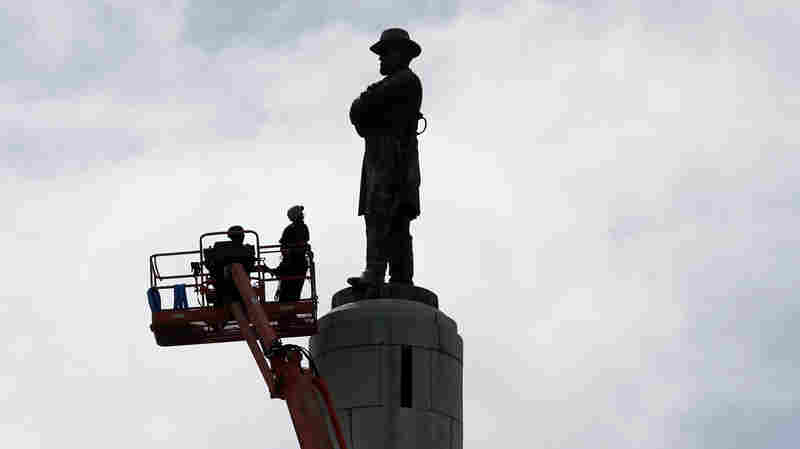 New Orleans Takes Down Statue Of Gen. Robert E. Lee