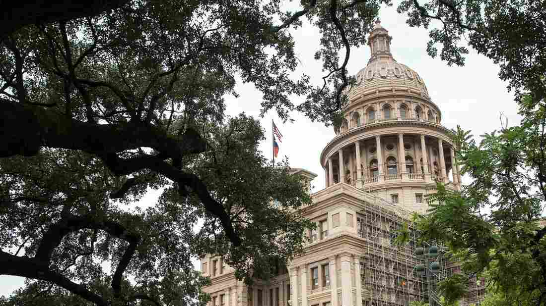 Texas advances school transgender bathroom law