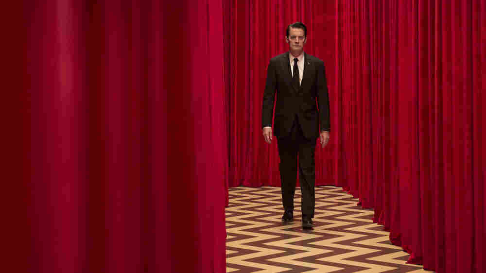 'Twin Peaks' Makes A Moody And Eccentric Return To TV
