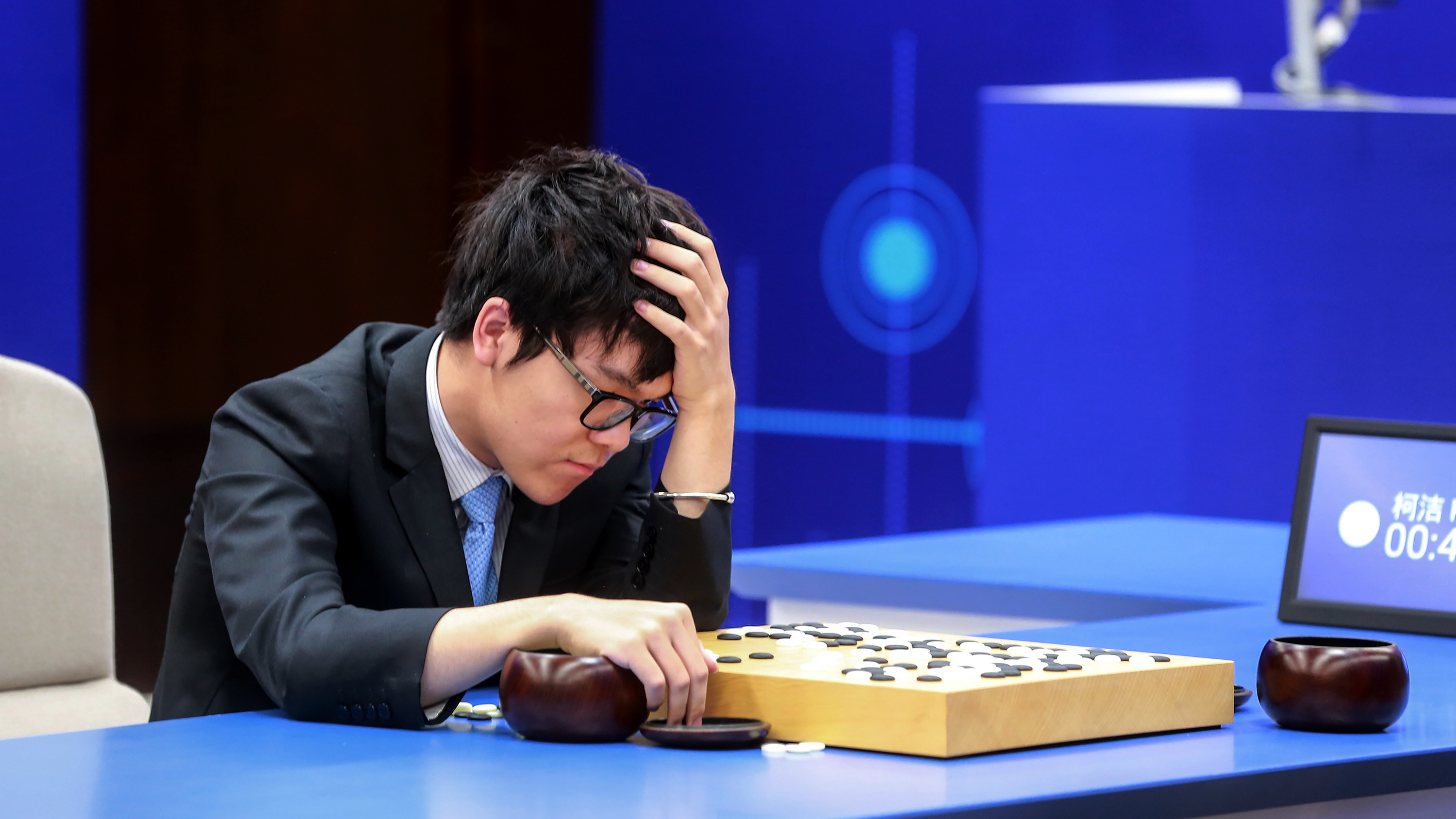 AlphaGo | Computer wins second game against Chinese go champion