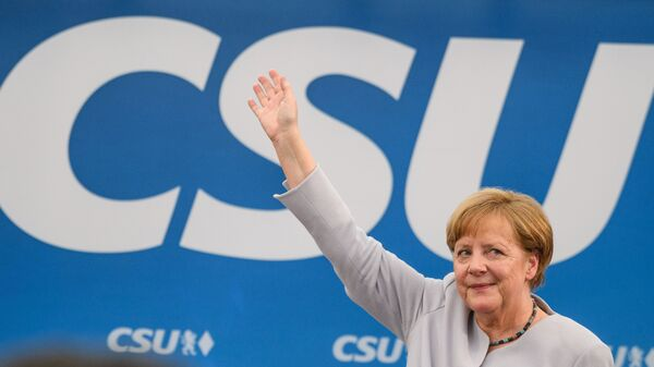 German Chancellor Angela Merkel issued a call for European unity in a speech at a joint campaigning event of the Christian Democratic Union and the Christian Social Union in Munich, southern Germany, on Sunday.