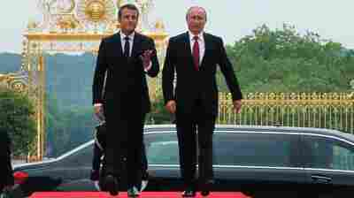 Macron Opens A 'Demanding' Dialogue With Putin In France
